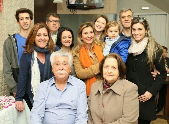 Padaria Pão Quente completa 50 anos e reúne família