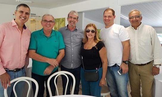 Supervisora da Unimed-Criciúma reúne pessoas para um costelaço por Pery
