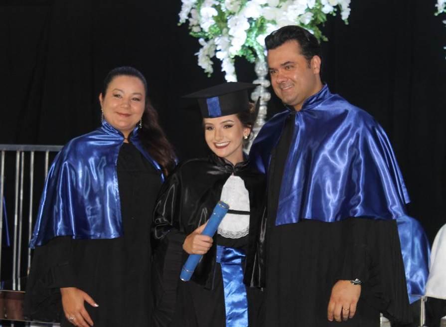 Alunos recebem diplomas no Grêmio Fronteira