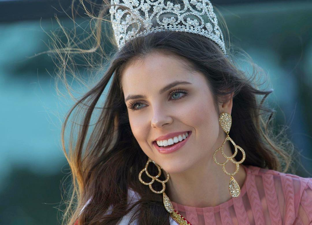 Débora Silva é a vencedora do concurso Miss Santa Catarina BE Emotion 2018