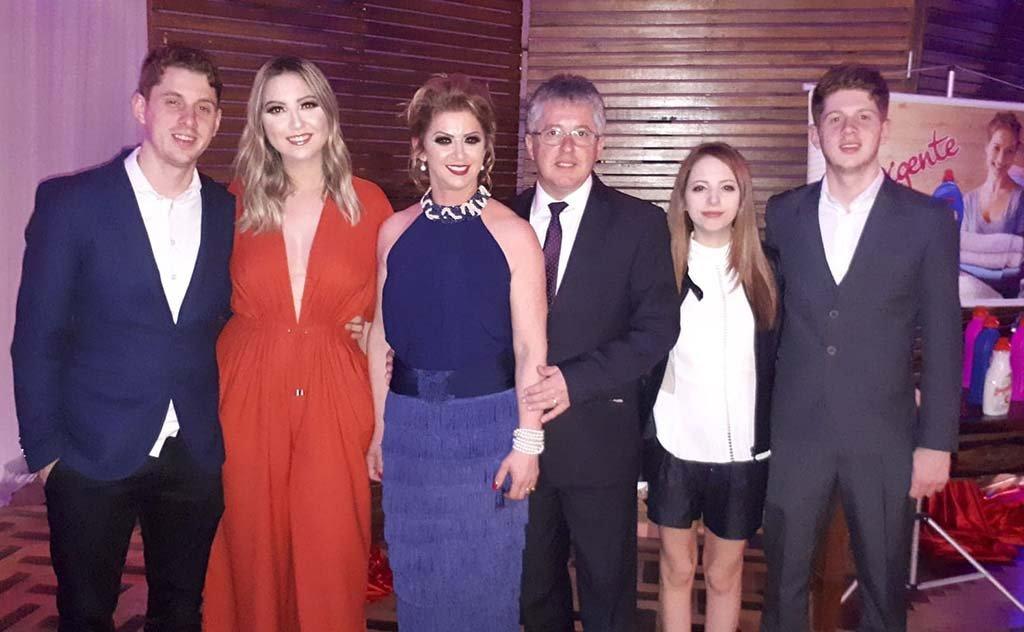 Fashion business recebe homenagem da apresentadora Sibéle Cristina