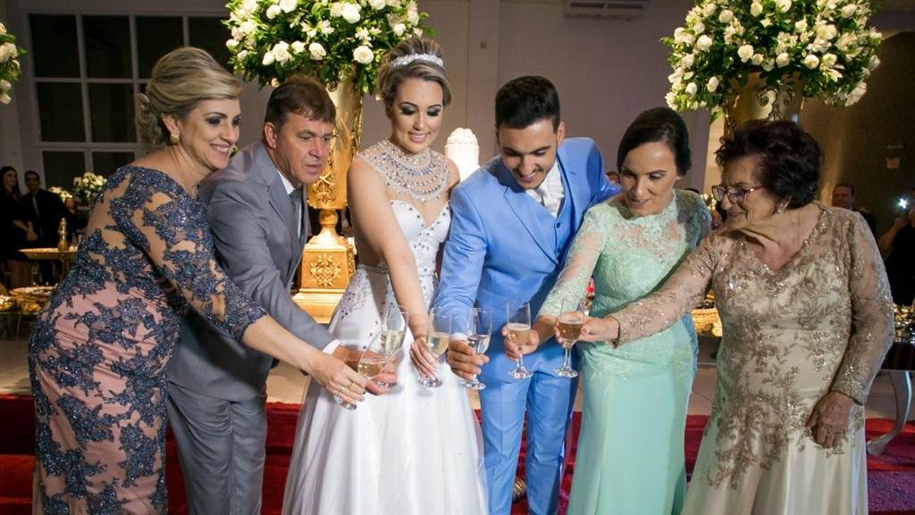 Antônio e Laís casam em Içara no Centro de Eventos Rhois e mais