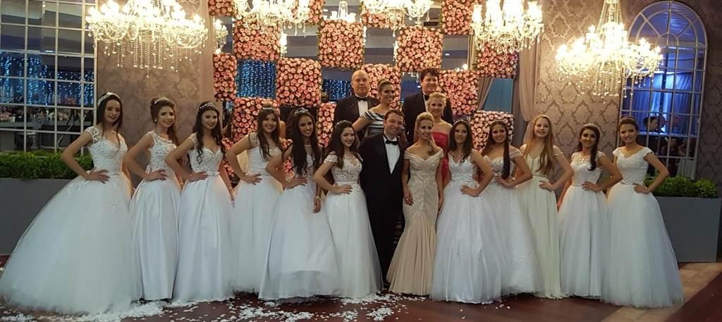 Confira os destaques da noite do Baile de Debutantes 2017 em Araranguá