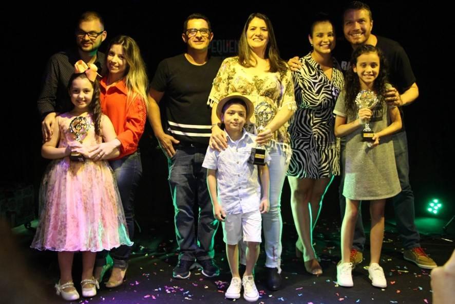 Crianças do concurso Pequenas Estrelas dão show do Shopping Della Giustina