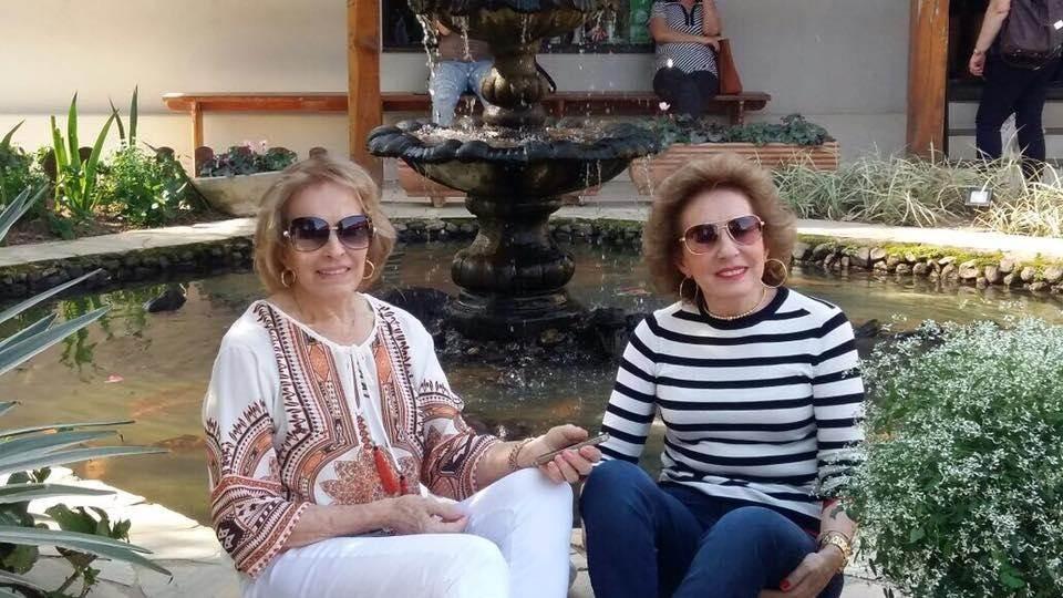 Irmãs Luiza e Ida Dal Bó passam na Fluss Haus para deliciar um bom café colonial