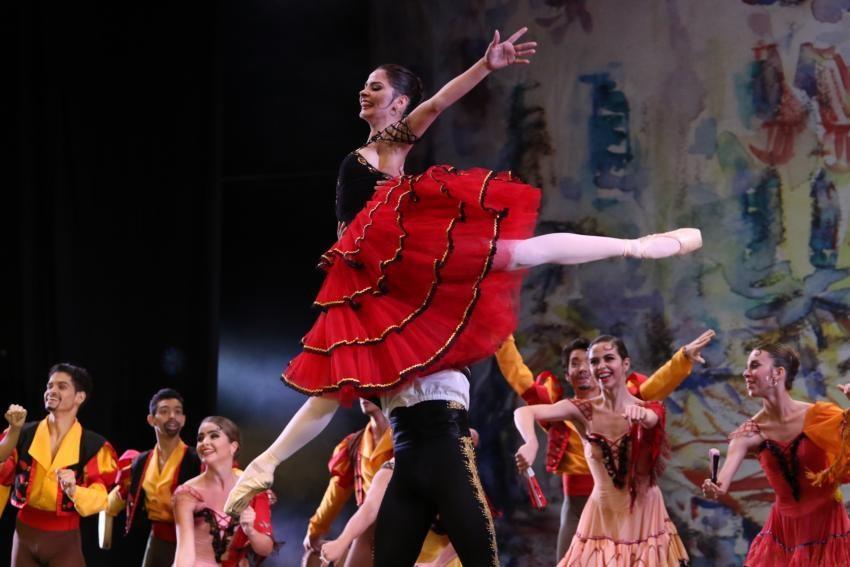 Ballet Bonshoi prepara apresentação neste sábado no Farol Shopping e mais.