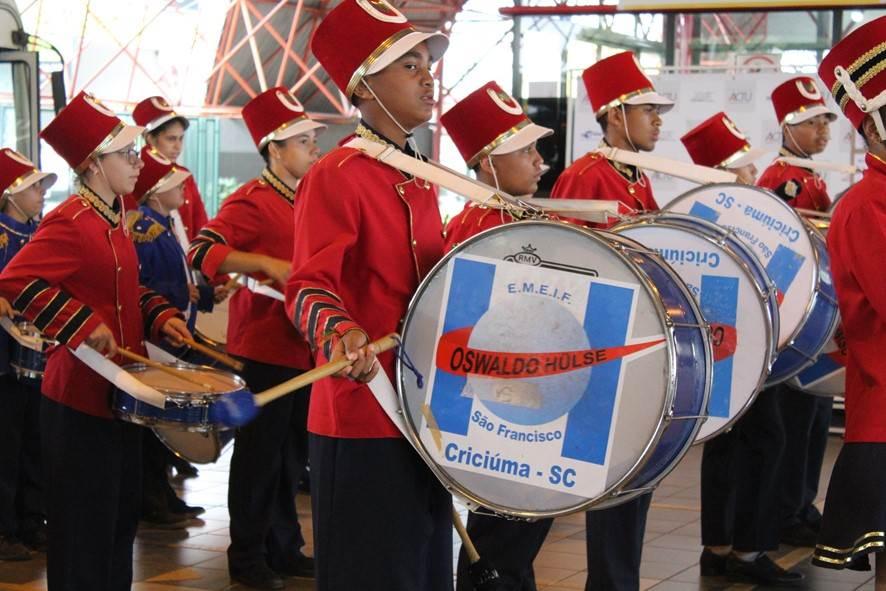 Banda Oswaldo Hülse toca no evento Vozes e Canto em Criciúma