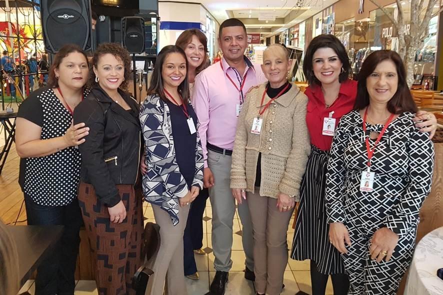 Curso de Escovistas no Nações Shopping, Gina e Alexandre 27 anos casados e mais