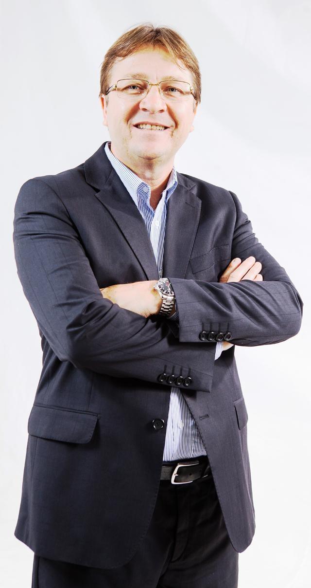 José Sprícigo recebe prêmio em primeiro lugar pela FENABRAVE