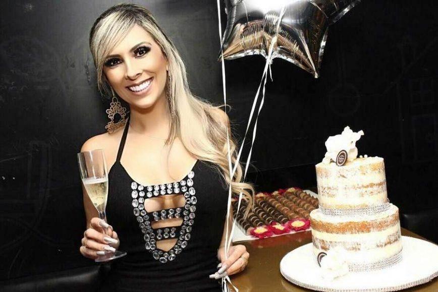 Jornalista Daniela Reis celebra aniversário em Baln. Camboriú