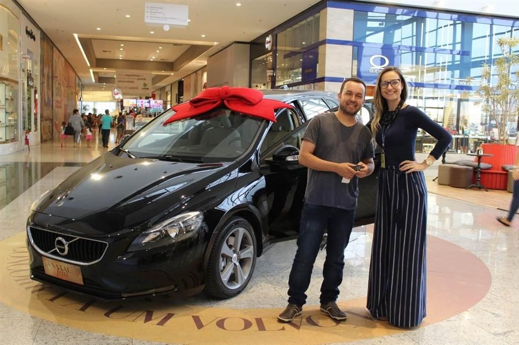 Nações Shopping revela o premiado do belo carro Volvo V40