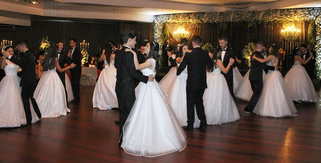 Clube promoveu seu tradicional Baile Branco no último sábado