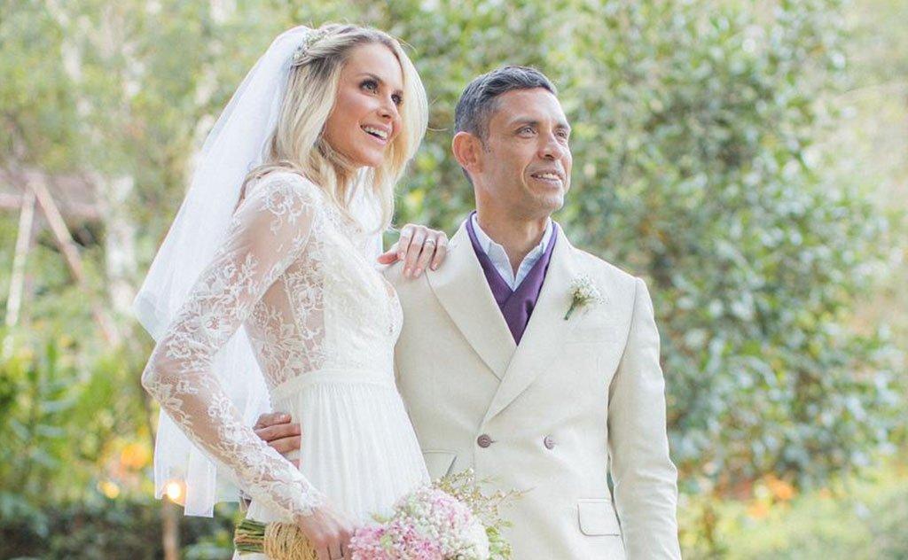 Top model e advogado selam amor em cerimônia bucólica