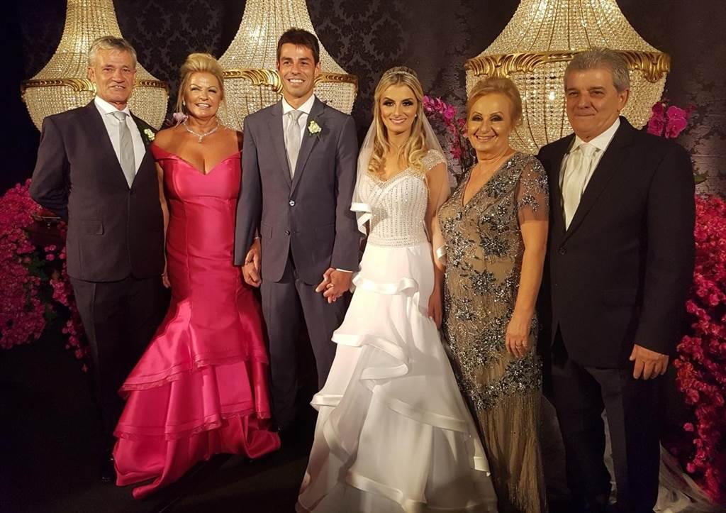 Casamento Daniela e Rodrigo no sábado(26) no Criciúma Clube