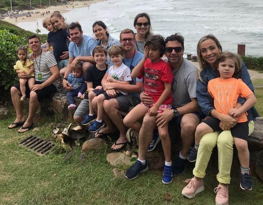 Dani Freitas descansa no Costão do Santinho junto com familiares e amigos