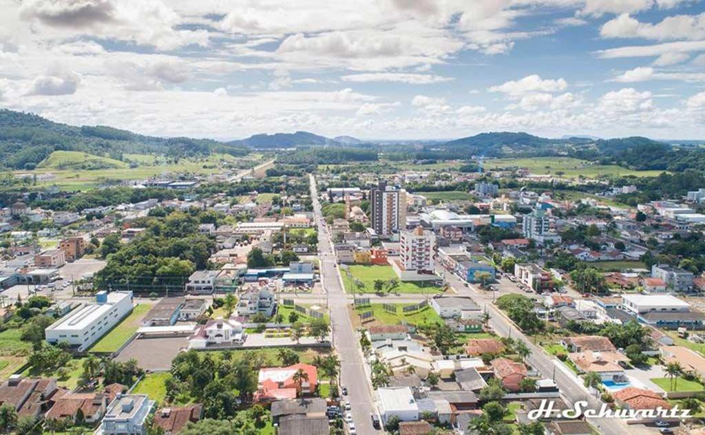 Prefeito Tiago Zilli aposta cada vez mais no desenvolvimento do município de Turvo