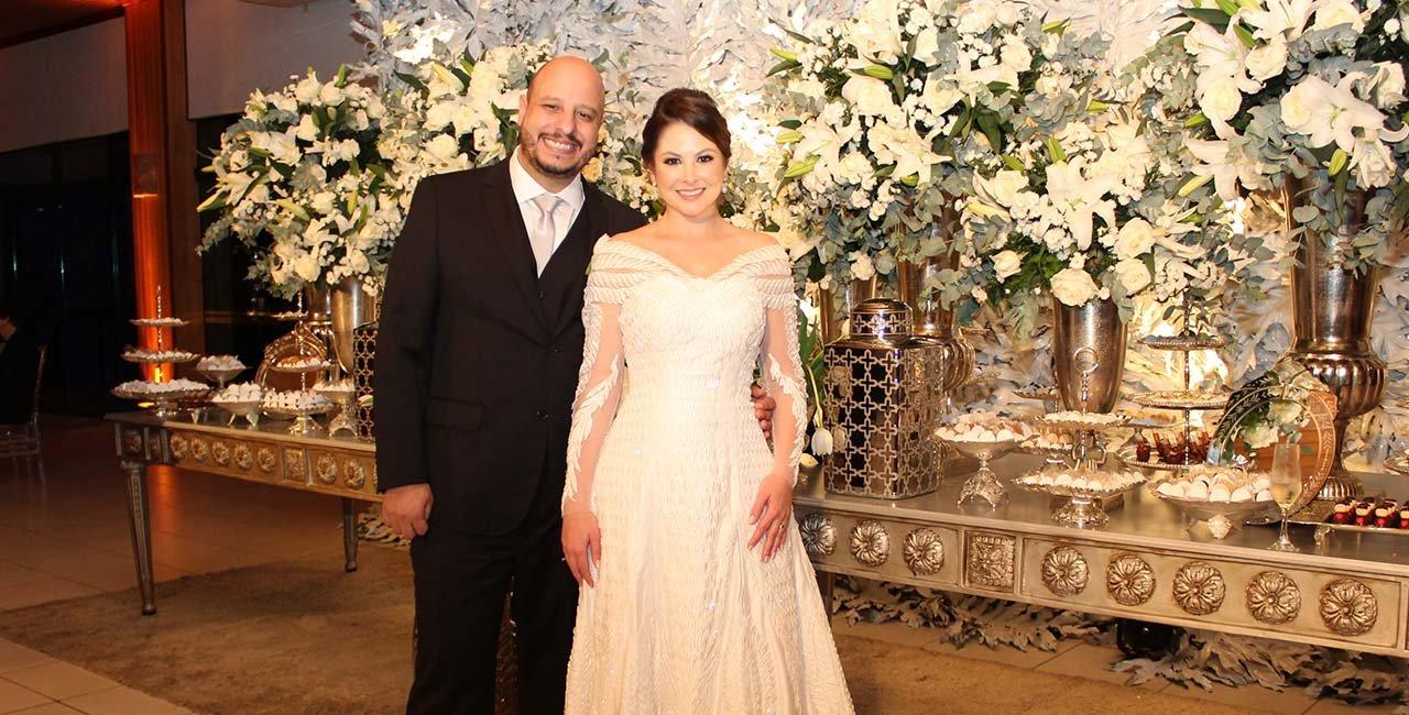 Casal trocou alianças com glamourosa cerimônia em Nova Veneza