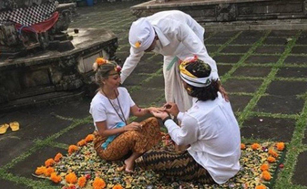 Casal selou matrimônio na paradisíaca paisagem de Bali - Indonésia