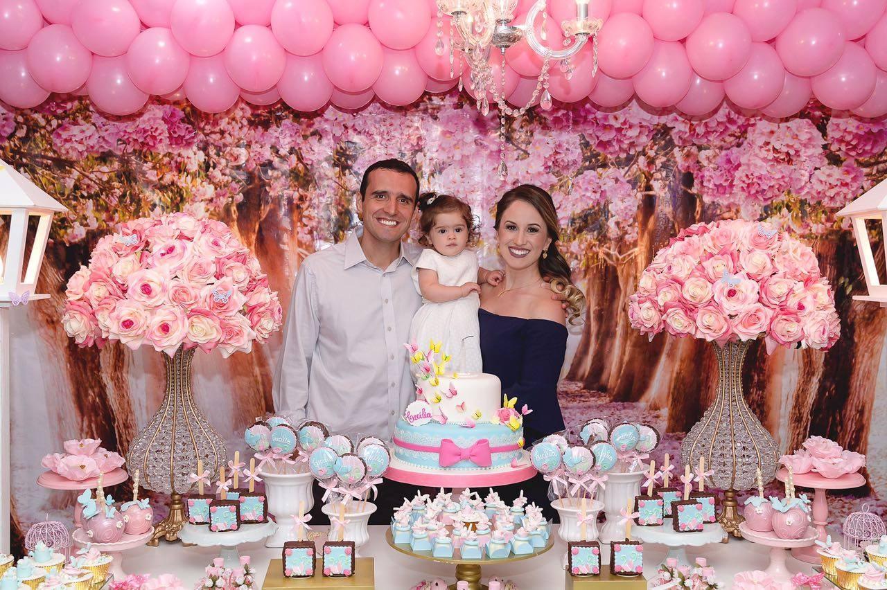 Festa com tema de rosas para a pequena e encantadora princesinha
