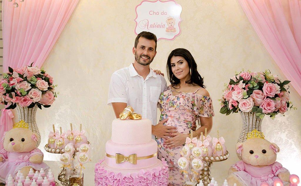 Aline Araújo e Alexandre celebram espera pelo nascimento da filha