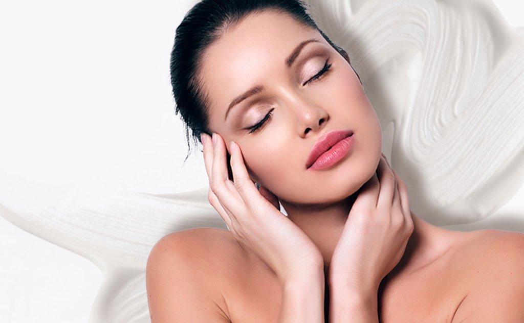 Importância dos cuidados com o rosto antes da make para um aspecto