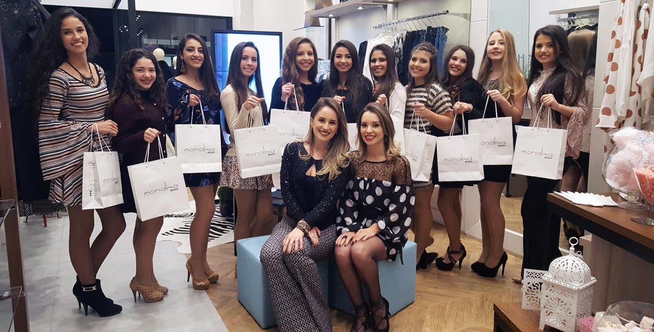 Noite de moda e estilo encanta as Debutantes