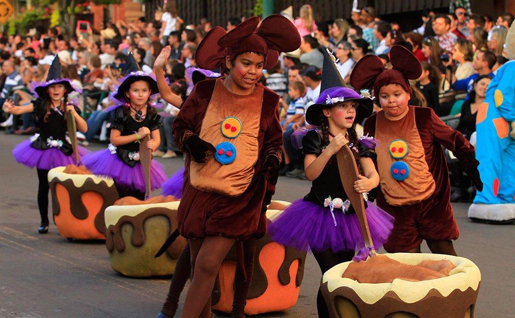 Personagens irão encher de cor e magia uma das principais avenidas de Nova Petrópolis