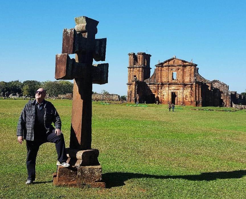 Paulo Schneider visita pontos turísticos para apresentá-los aos alunos e mais