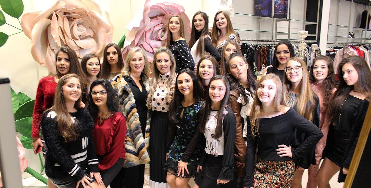 desfile com news de inverno e modelos festa para aluguel na loja