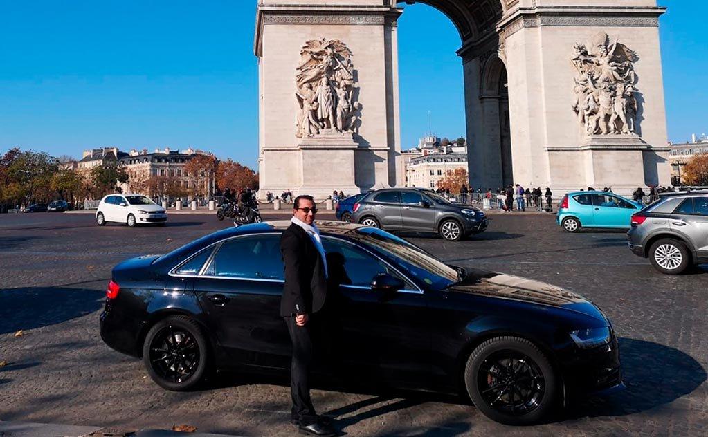 Conheça os encantos da mágica Paris acompanhado por motorista bilíngue que vive lá.