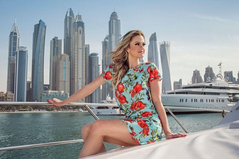 Blogueira do Fica Dica  faz photoshoot nos Emirados Árabes