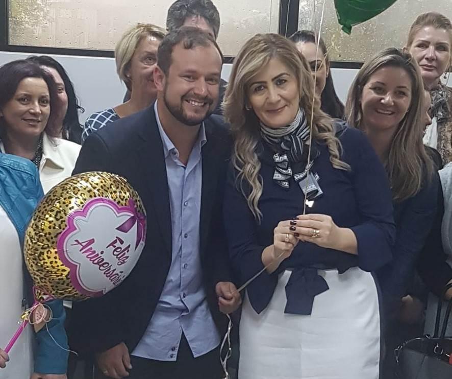 Amigos da Reitora Luciane Ceretta fazem festa de aniversário surpresa