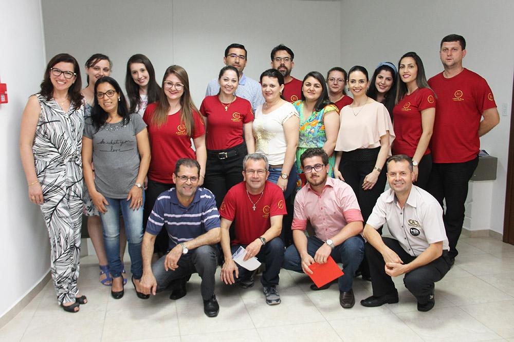 Vanilsa Oliveira ministrou o bate-papo para os funcionários da óptica