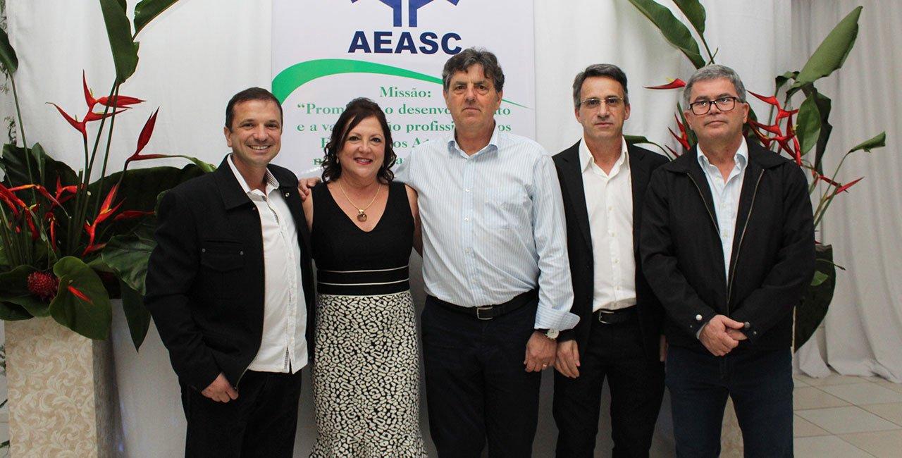AEASC cultivando a integração e comemorando a data da classe, 12 de outubro