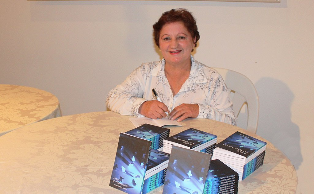 Bernadete de Bem realiza um sonho na Casa da Cultura de Araranguá