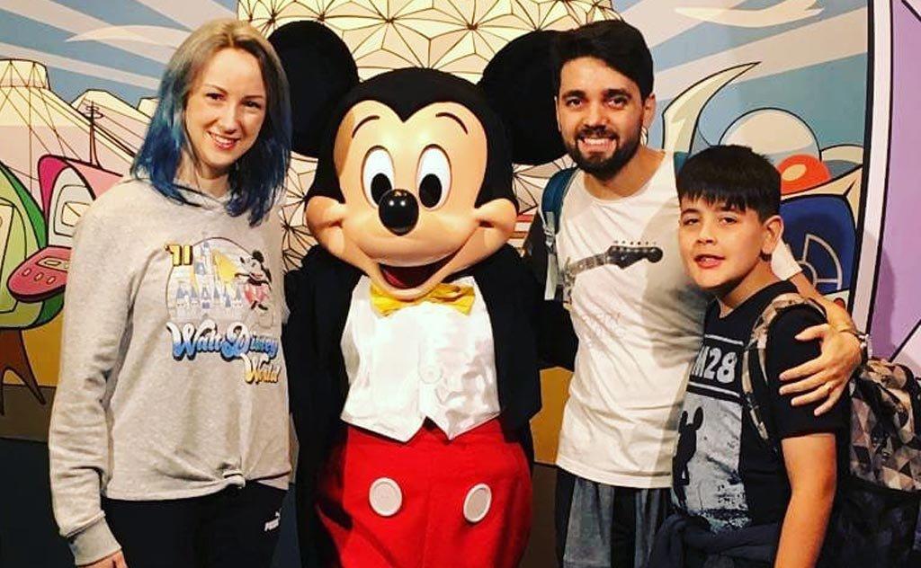 O campeão infantil de Jiu-Jitsu viaja ao lado dos padrinhos no encantando mundo da Disney
