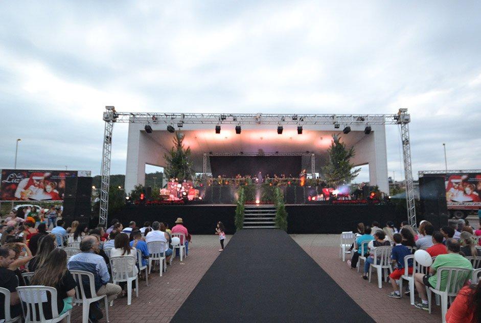 Evento aberto ao público integra manifestações artísticas e culturais em uma noite de luz