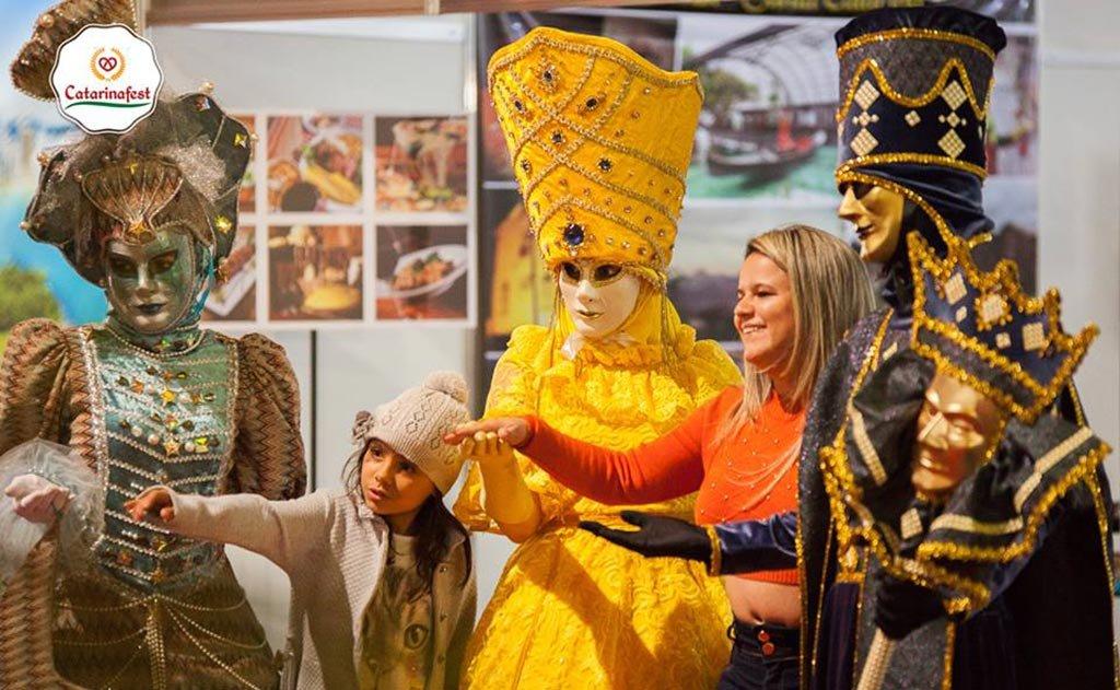 personagens do Carnevale di Venezia levaram mistério para Brasília