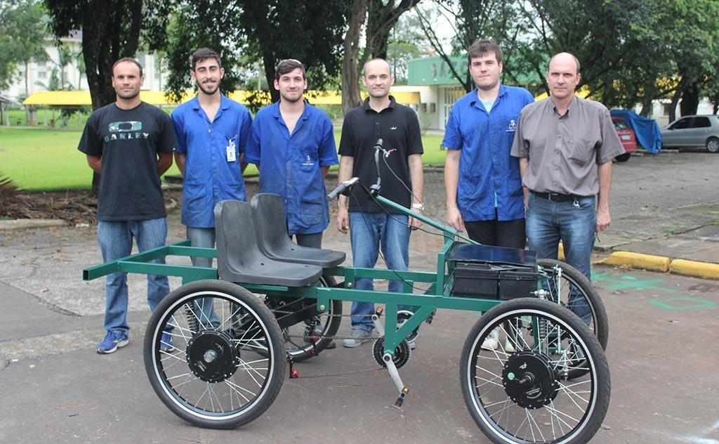 Acadêmicos criam modelo do novo meio de transporte que será usado na instituição