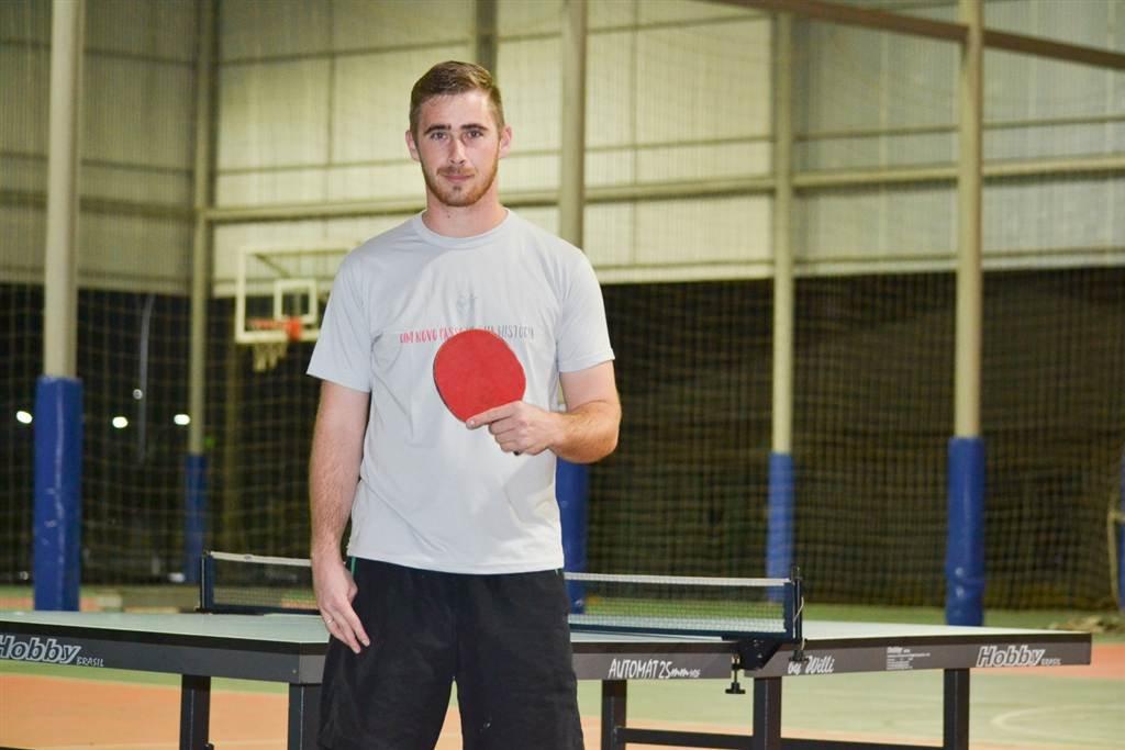 Ramon Colombo representa a Universidade no tênis de mesa