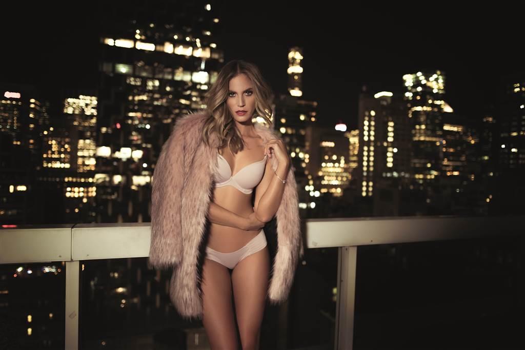 A nova coleção de lingerie com a exuberância da metrópole e beleza da top Carla Salomão