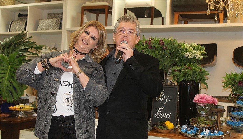 Luci Zilli recebe amigas e clientes para comemorar em grande estilo