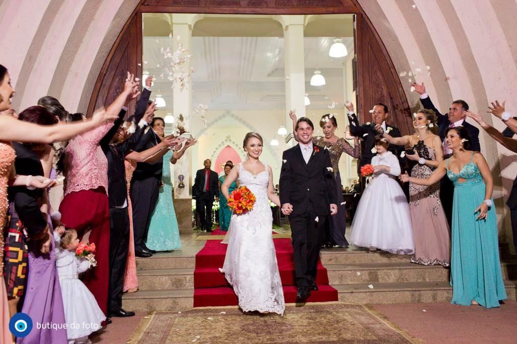 Emoção e alegria transbordaram durante a romântica cerimônia (Festa)