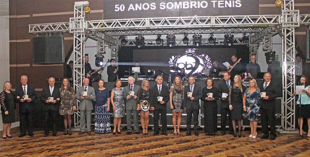 50 anos de história prestigiados em comemoração no salão nobre do clube