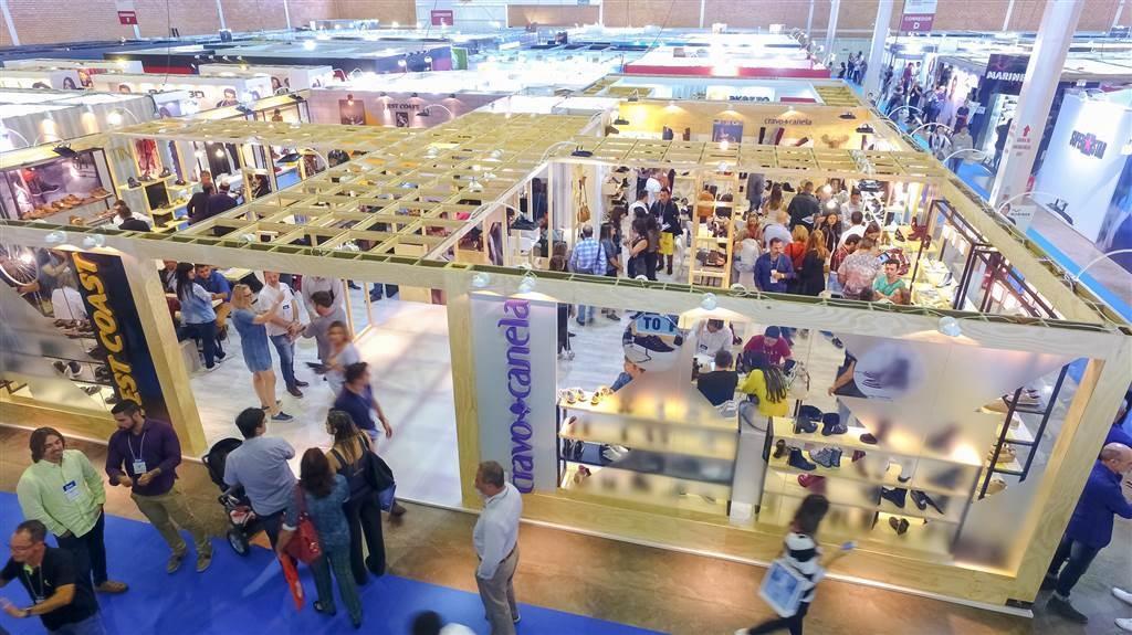 corredores lotados e expectativa em alta nos pavilhões do Serra Park, em Gramado