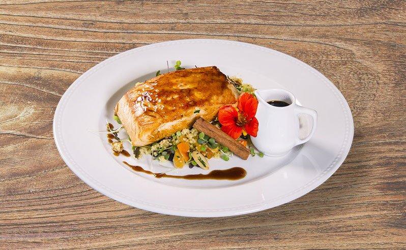 Diversas inovações e iguarias, elaborados por chefs e restaurantes locais