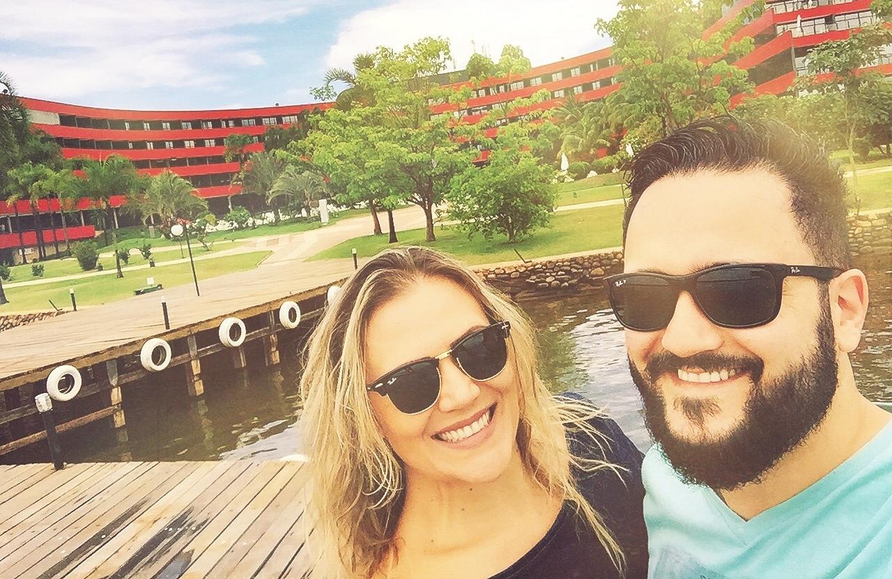 A arquiteta araranguense viajou à Capital brasileira ao lado do maridão