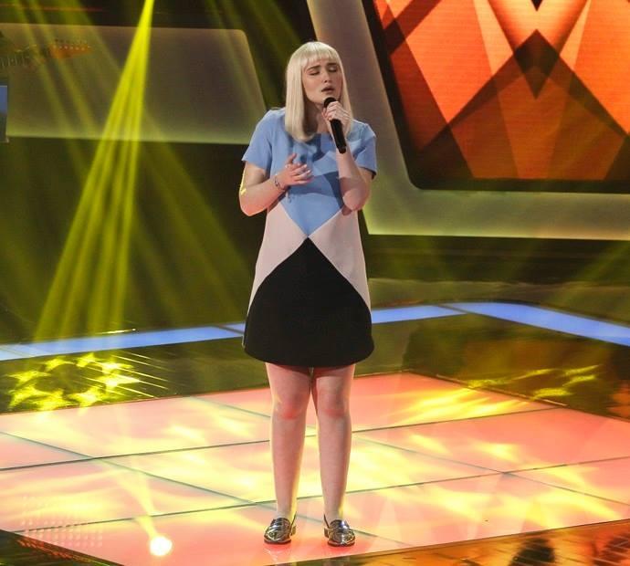 A jovem cantou Chandelier da Sia e agora faz parte do time Lulu Santos