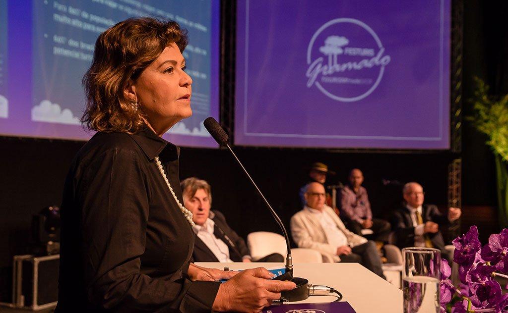 Em entrevista a presidente destaca o projeto que muda a Lei Geral do Turismo