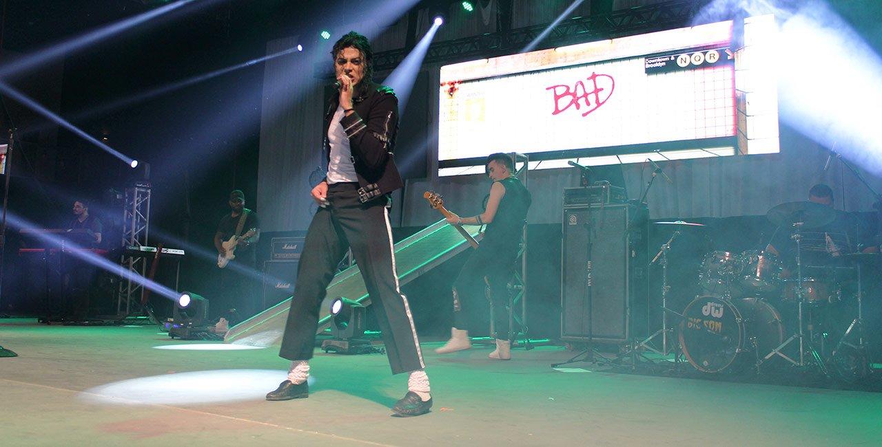 Rodrigo Teaser reproduziu coreografias das principais músicas do rei do pop